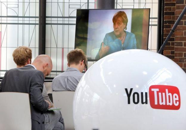 Merkel'in Youtuberlarla röporajını gazeteciler de takip etti.