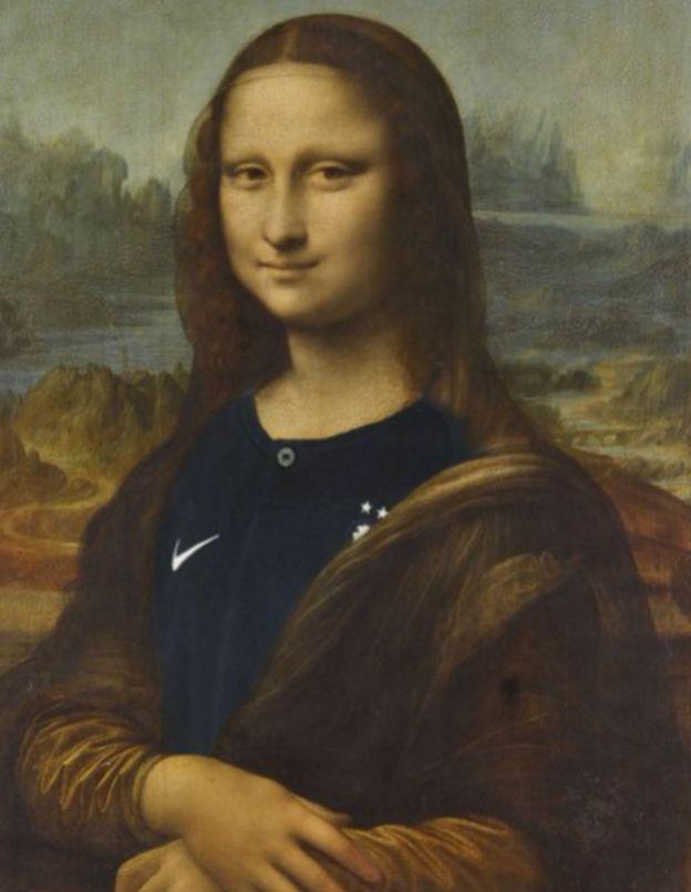 لوحة الموناليزا ترتدي قميص المنتخب الفرنسي