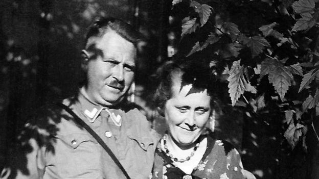 La historia del hombre que descubrió la vida secreta de su abuelo en los campos de concentración