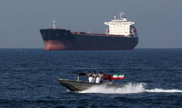 """تقول السلطات الإيرانية إن الناقلة """"موقوفة"""" لأنها """"تسببت في حوادث بحرية يجري التحقيق فيها"""