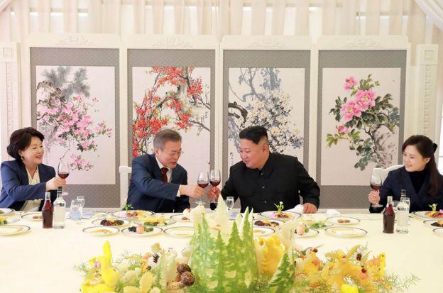韓國總統文在寅及夫人金正淑、朝鮮最高領導人金正恩及夫人李雪主在第三次朝韓首腦會晤期間。