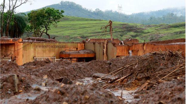 Escola municipal de Bento Rodrigues destruída pela lama