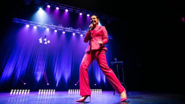 Natalia Valdebenito en su show