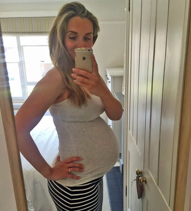 Selfie de Elle durante su embarazo.