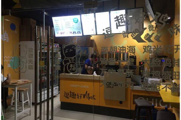馬尼拉某大廈內餐廳內皆為中國籍員工。