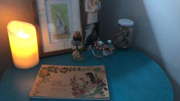 altar en recuerdo de Lourdes