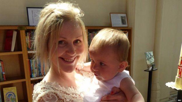 Lisa con su sobrina Grace.