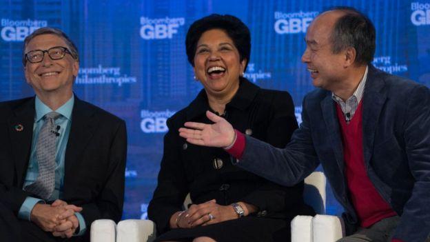 En el evento, además de Bill Gates (izda.), estuvieron presentes otros magnates tecnológicos, como Indra Nooyi (centro), directora ejecutiva de Pepsico, y Masayoshi Son, del grupo SoftBank. Nueva York, 20 de septiembre de 2017,