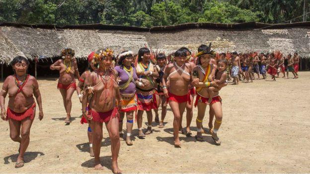 Índios yanomamis