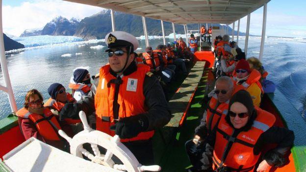 Turistas en los glaciares del sur de Chile