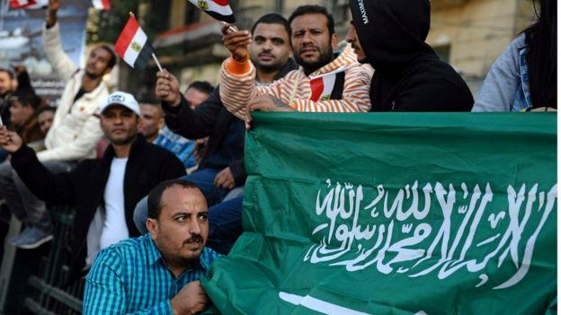 مصريون يرحبون بزيارة محمد بن سلمان