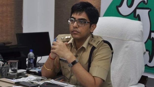 மேற்கு கோதாவரி மாவட்டதின் காவல் கண்காணிப்பாளர், நவ்ஜீத் சிங் க்ரேவால்