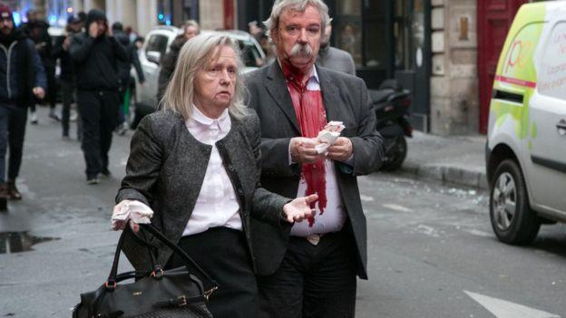 رجل وامرأة مجروحان