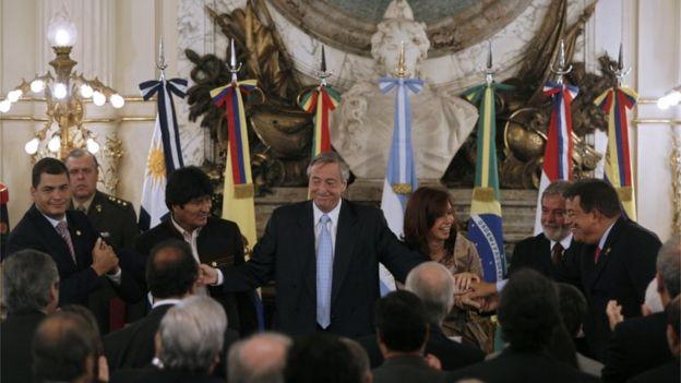 Rafael Correa, Evo Morales, Néstor Kirchner, Cristina Fernández, Lula da Silva e Hugo Chávez