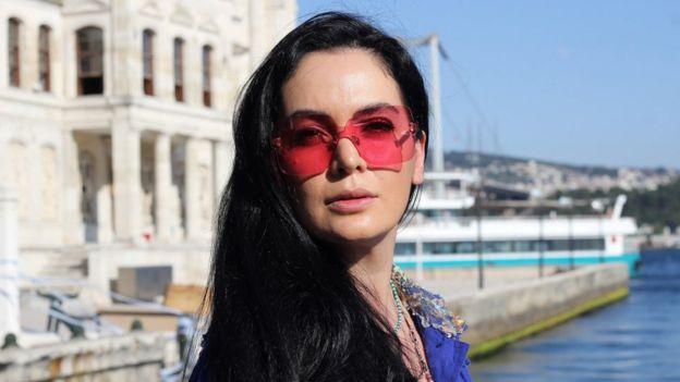 İranlı şarkıcı Aidaz da Türkiye'ye taşınmıştı. AA'ya konuşan Aidaz, Türkiye'ye mermer ihracatı yapmaya gittikten sonra orada kalmaya karar verdiğini söylemişti