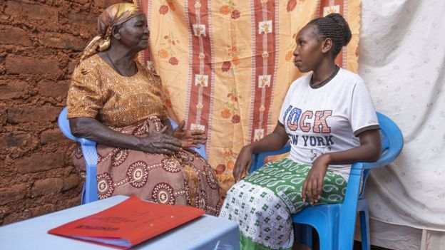 Birth attendant talks with a pregnant woman