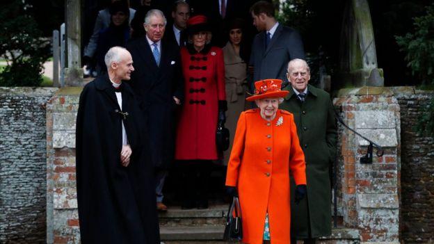Принц Филипп с другими членами королевской семьи на Рождество служба в церкви в Сандрингеме на 25 декабря 2017 года