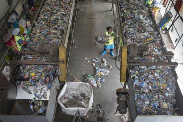 Üretilen plastiklerin yalnızca küçük bir kısmı geri dönüşüm tesislerinde değerlendiriliyor