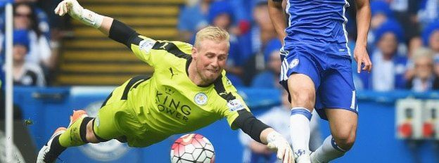 Kasper Schmeichel of Leicester City dives for the ball with Pedro Rodriguez of Chelsea