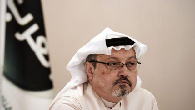 Critique du prince héritier Mohammed ben Salman, M. Khashoggi s'était réfugié aux États-Unis et écrivait des éditoriaux pour le Washington Post.