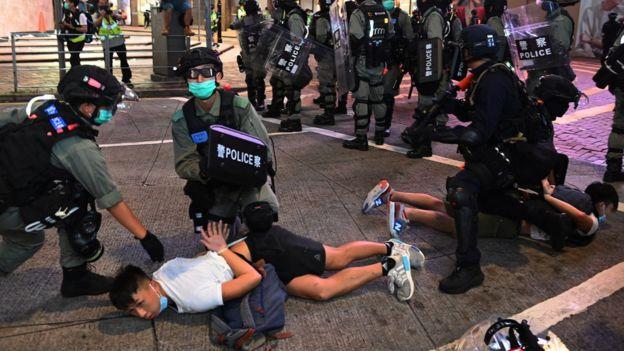 香港警察拘捕抗议者
