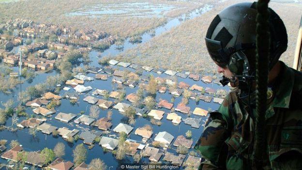 Busca por sobreviventes do Furacão Katrina