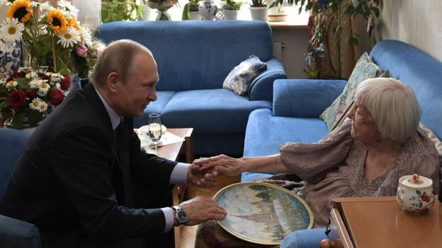 Путин хэппибездит Алексееву