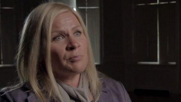 Tiina Jauhiainen sendo entrevistada para a BBC