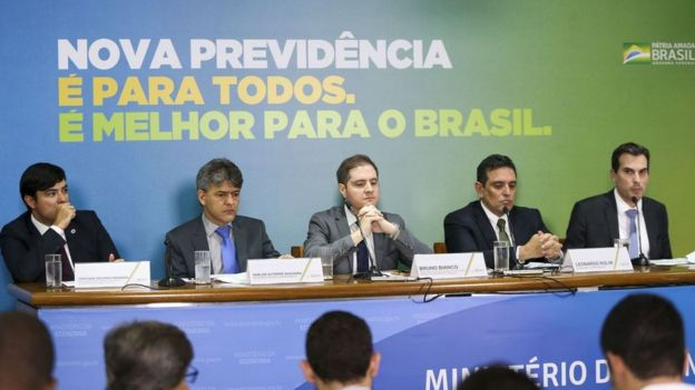 Técnicos da Secretaria da Previdência durante apresentação da proposta de reforma