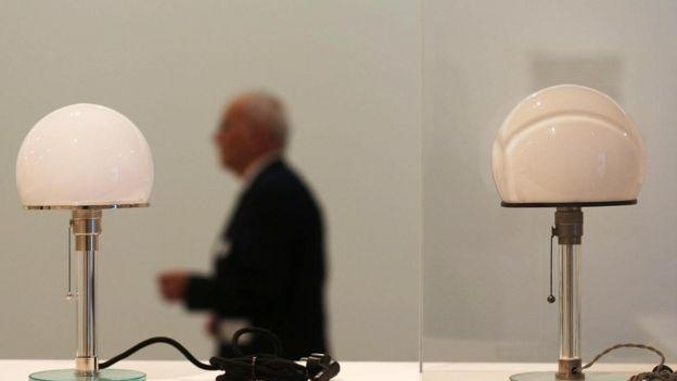 Lámparas de mesa en el estilo de la Bauhaus (Foto: Oliver Berg/DPA/Alamy)