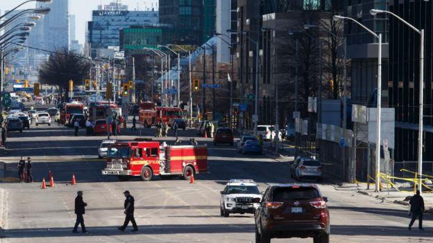 Canada, tông xe vào người đi bộ