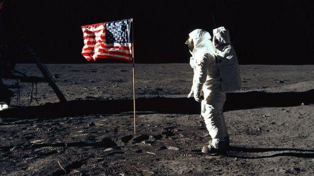 Первые люди на Луне: Нил Армстронг сфотографировал Базза Олдрина