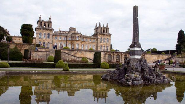 ضیافت رسمی شام قرار است در قصر بلینهایم در آکسفوردشایر برگزار شود