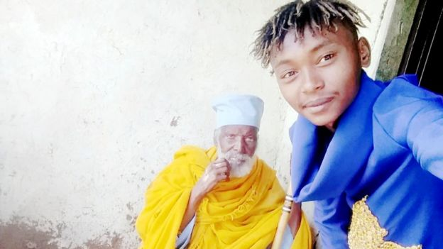 Aba Tilahun avec son petit-fils