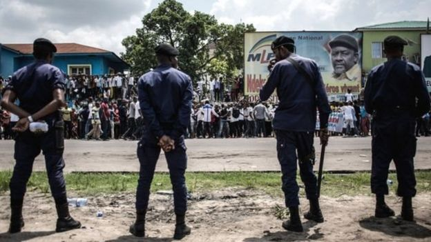 La police anti-émeutes est fortement présente dans certains bastions de l'opposition, à Kinshasa, la capitale.