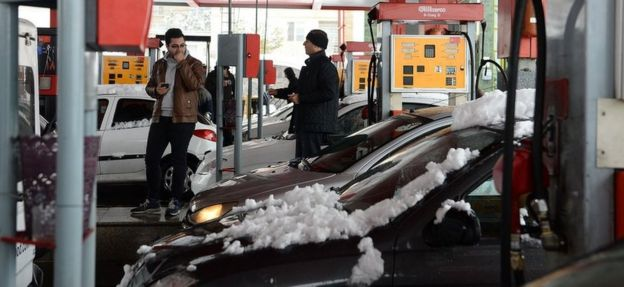 People waiting to fill their tank at a heavily congested petrol stations in Tehran, 16 November 2019