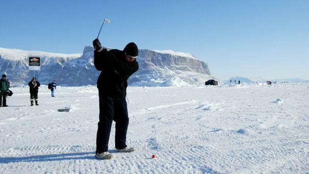 У Гренландії проводять чемпіонат з гольфу. А це улюблений спорт Трампа