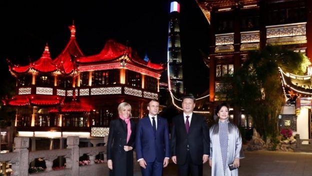 中国国家主席习近平和法国总统马克龙参观上海豫园