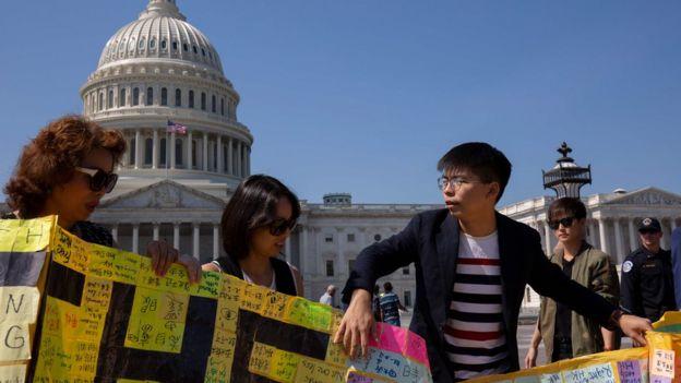 黄之锋曾赴美争取美国国会通过《香港人权与民主法案》。