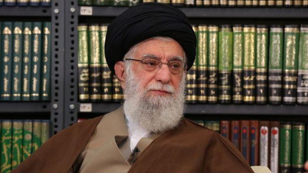 در پاسخ به استفتاهایی که در مورد شیوه شستشوی اجساد افراد فوت کرده بر اثر کرونا صورت گرفته، مراجع تقلید ایرانی نظرهای متفاوتی دادهاند.