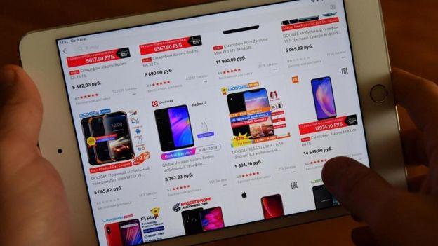 Site exibe produtos em tela de tablet