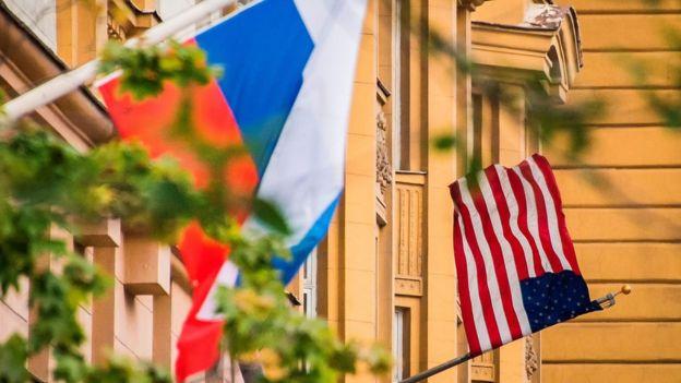 Флаги на посольстве