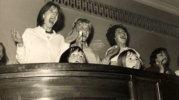 Multitud de Beatles Caird Hall