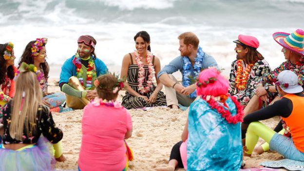 2122378cf Royal tour  Harry and Meghan kick off their shoes on Bondi Beach ...
