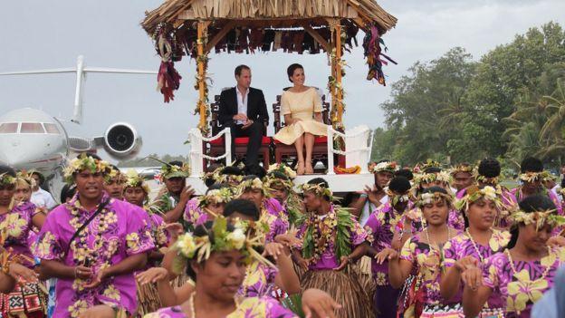威廉王子與凱特王妃2012年訪問圖瓦盧。