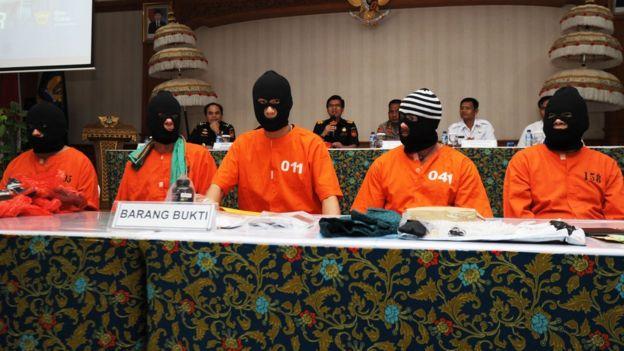 104834172 hi051163393 Britânico enfrenta até 15 anos em prisão da Indonésia por causa de óleo de cannabis