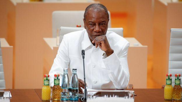 le président guinéen Alpha Condé a promulgué la nouvelle Constitution issue du référendum de mars dernier. Le décret présidentiel a été lu à la télévision nationale le même jour que l'annonce de sa riposte contre la crise actuelle.