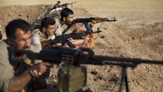 Kurdish Peshmerga fighters on the front line in the Gwer district, south of Irbil, Iraq (15 September 2014)