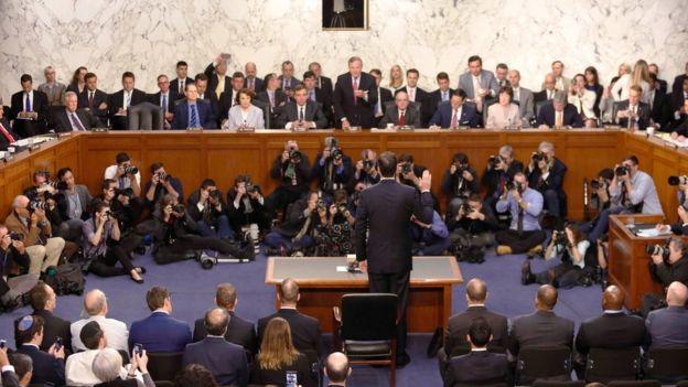 Comey jurando ante el Comité de Inteligencia del Senado.