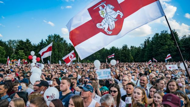 Мітинги альтернативної кандидатки Світлани Тихановської збирають тисячі учасників